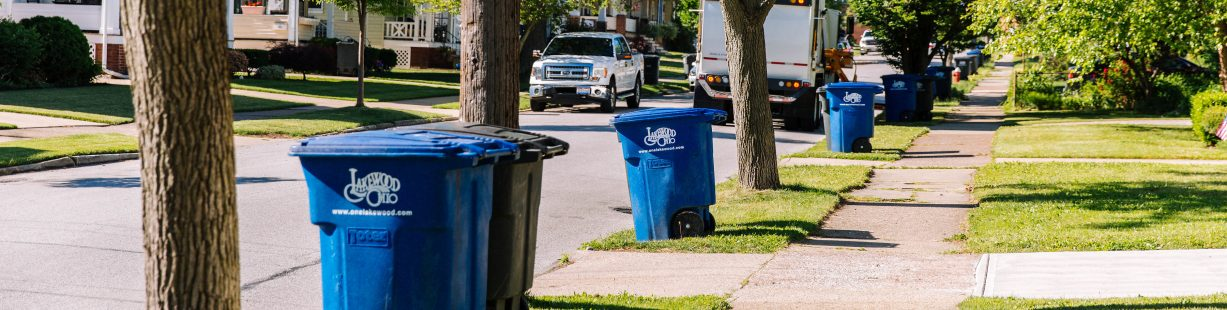 Image of trash and recycling cans in Lakewood
